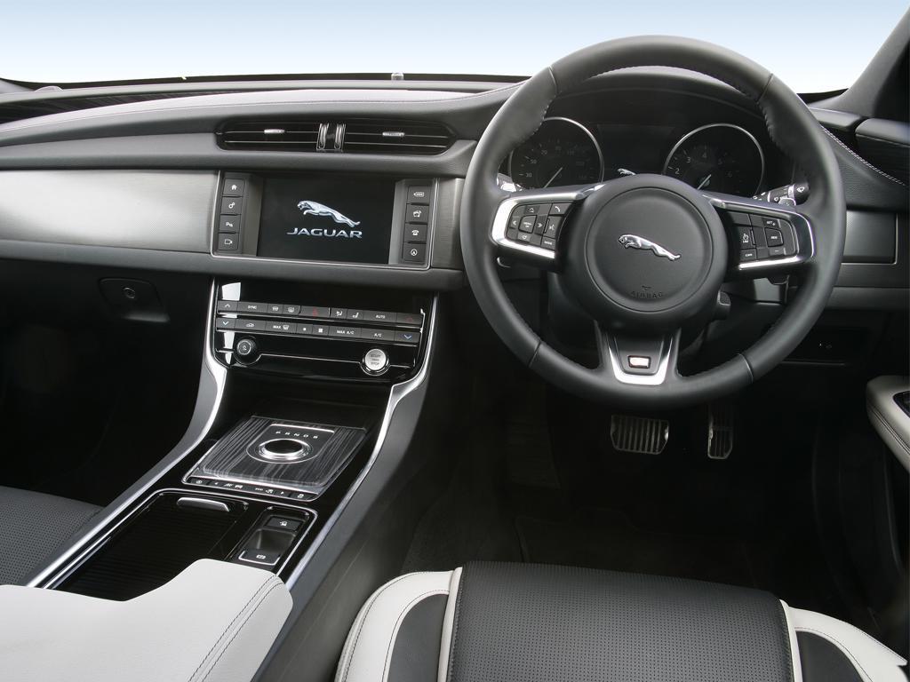 Jaguar E-PACE 2.0 P250 R-Dynamic SE 5dr Auto